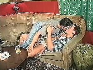 Biseks jongen is verliefd op gay buurjongen