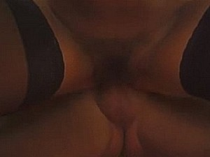 Oma perst het sperma uit zwaar behaarde kut
