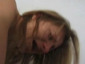 Studente smeekt om genade terwijl ze een stijve piel in haar kont krijgt